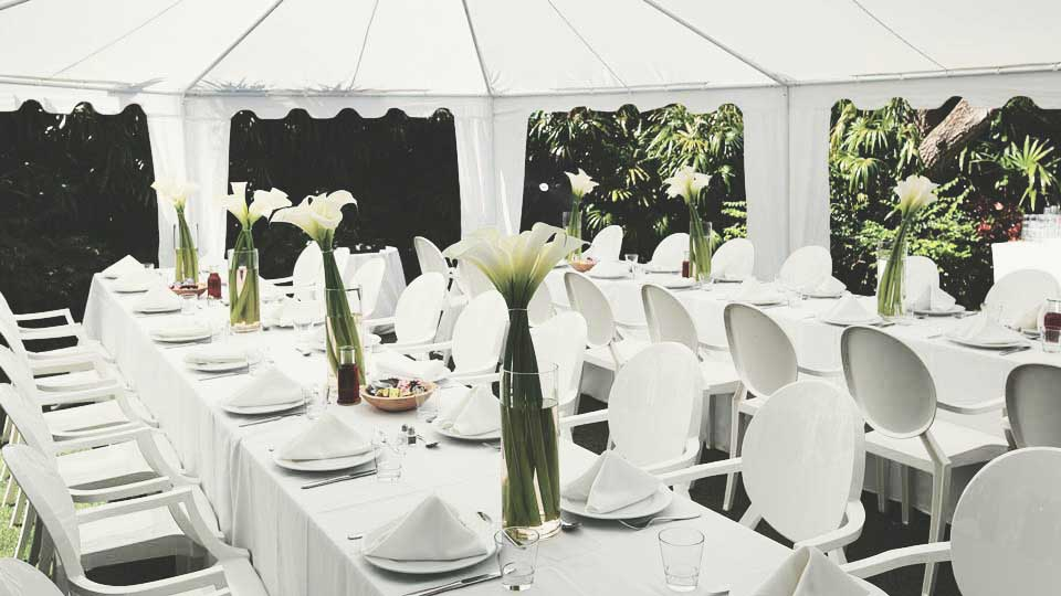Description: Outdoor elegant white table setting