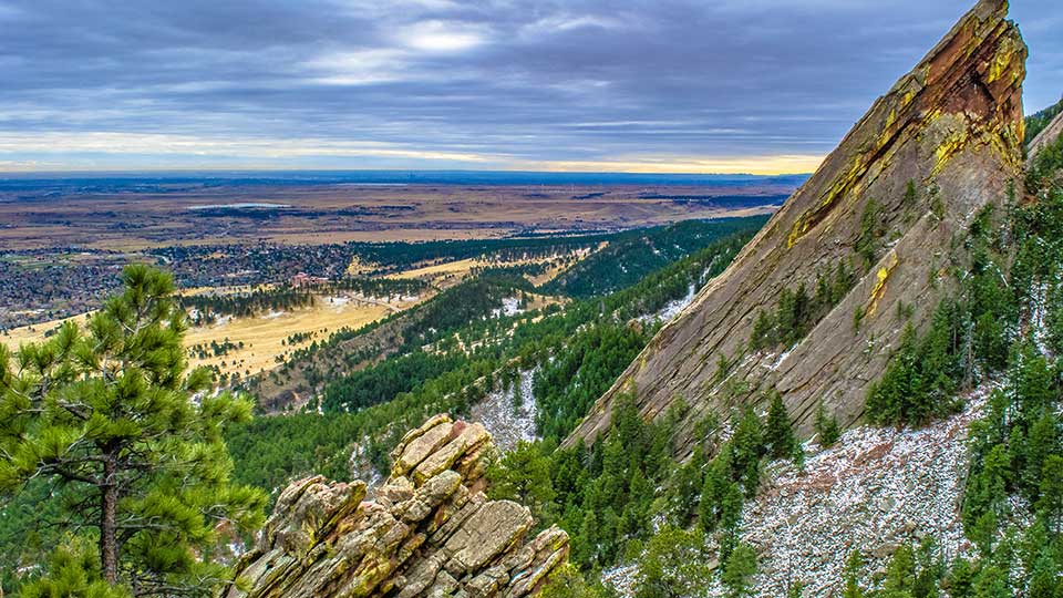 A view of a rocky mountain in Boulder CO