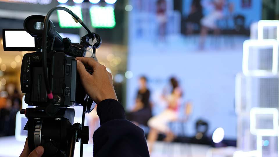 hand operating camera